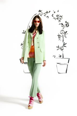 images/cast/10150853618427035=COLOUR'S COMPANY x=moschino cheap&chic Resort 2103
